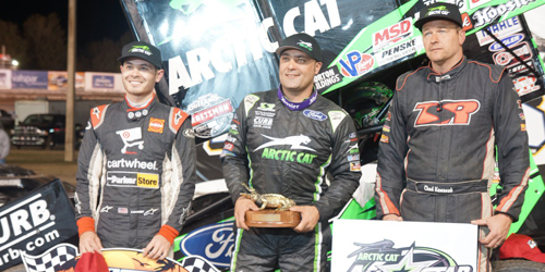 Schatz Fends off Larson to Win DIRTcar Nationals Opener