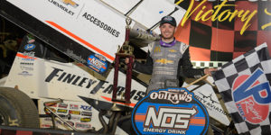 Larson Outlasts Outlaws at Lawrenceburg